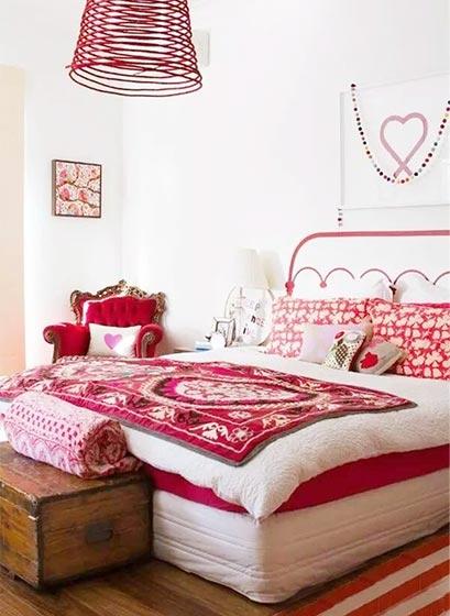 红色系卧室装修装饰效果图