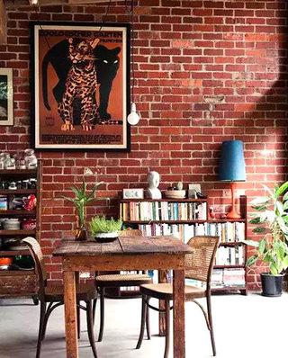 餐厅裸砖背景墙装饰图
