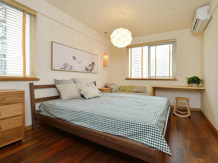 温馨原木日式卧室效果图