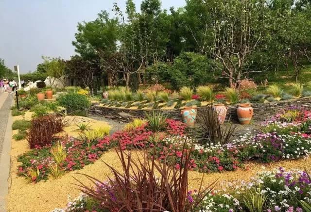 质感花境——土壤覆盖物是庭院花境中的点睛之笔