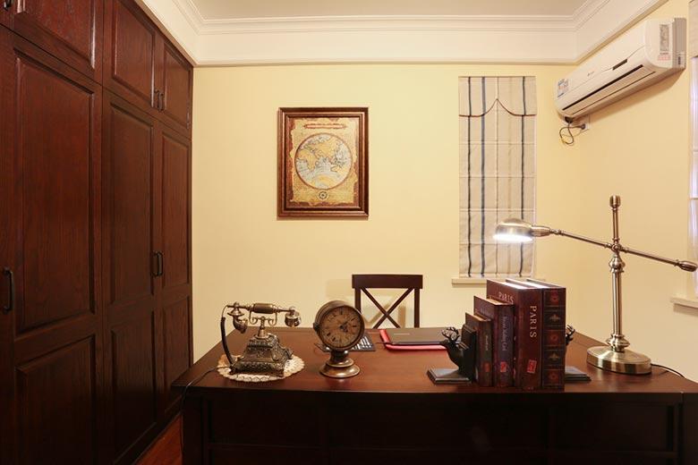 138㎡美式三居室书房平面图