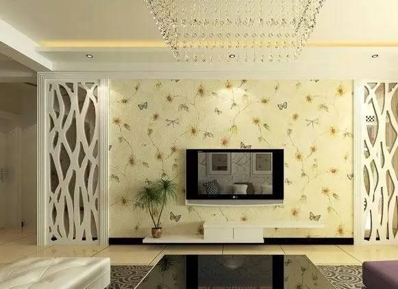 带有田园清新感的电视背景墙壁纸淡化了空间过于奢华的冷清感,镂空