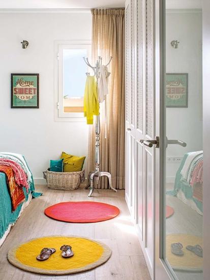 北欧风卧室过道 马卡龙色地垫设计