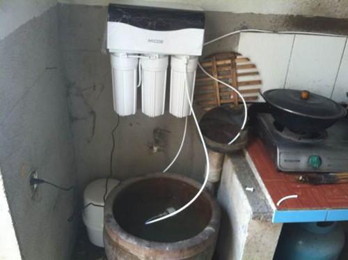 如今双膜双自冲洗结构的净水器问世,更好满足农村需求.