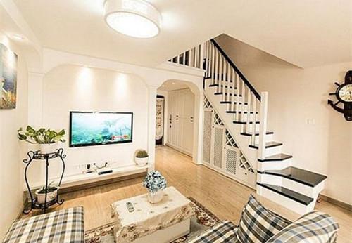 在选择复式楼客厅地砖的时候,地砖的颜色可以选择偏黄色,这样搭配起来图片