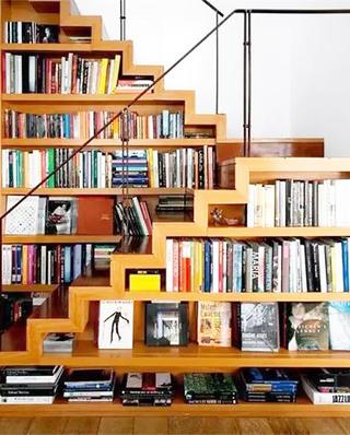 楼梯下书架收纳实景图