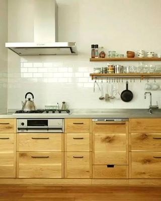 日式风格木质橱柜效果图
