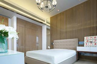 现代简欧风卧室 竖条纹背景墙设计
