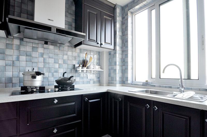 乡村美式厨房实木橱柜装潢图