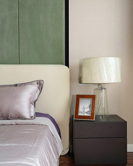 136平简约风格公寓卧室台灯图片