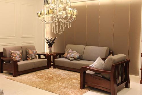 资讯 学堂 软装搭配 家具选购 正文  客厅实木沙发摆放原则1,沙发摆设