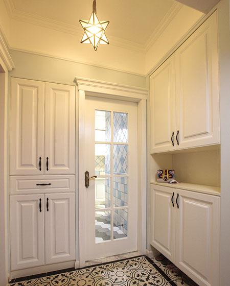 90平美式风格二居玄关装修图