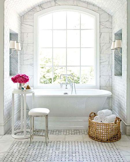 浴室藤编脏衣篮装饰图