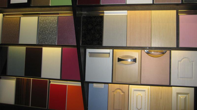 原来橱柜门板材料有那么多?跳坑很容易 选购需谨慎