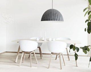 极简风餐桌设计装饰图片