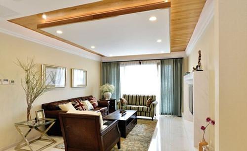 木式边框内嵌水晶材质的吊顶,内置6个暖光灯,天花板和地砖朝相呼应
