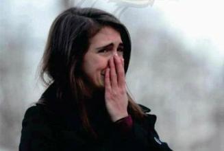 挽留女友感动流泪的话