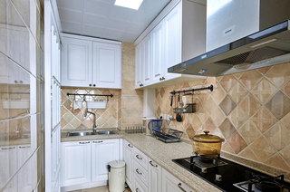 100平美式三居厨房装修设计
