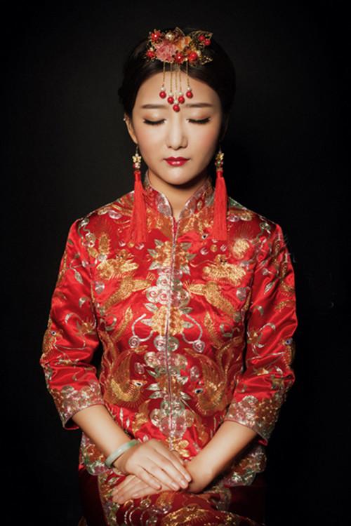 中式新娘妆特点 化新娘妆注意事项图片