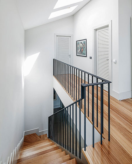 舒适宜家风别墅 原木楼梯设计图