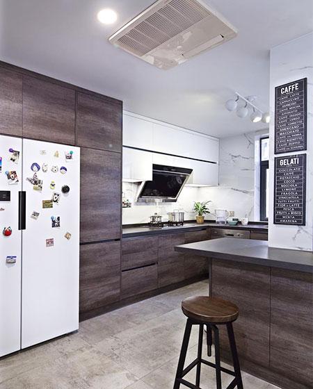现代简约三居室装修开放式厨房吊顶