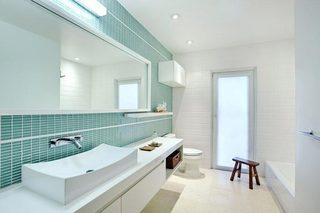 蓝白色卫生间装修装饰效果图
