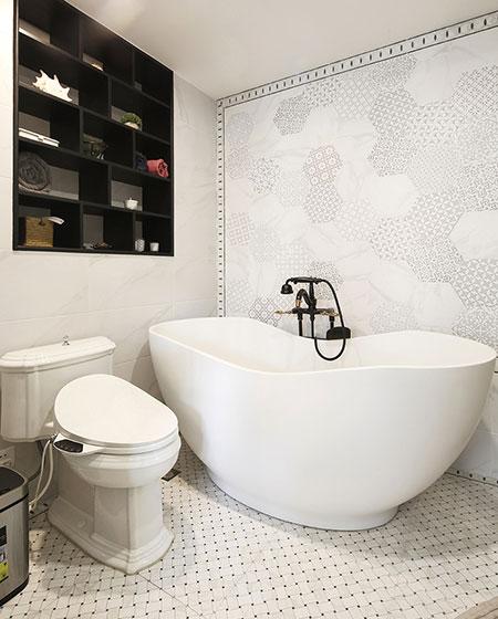 240平复式楼装修双人浴缸图片