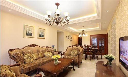 客厅天花板采用方形的吊顶,并在周围设计数个棱形的方块与其相搭配,造图片