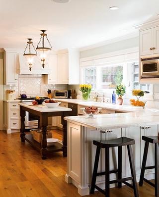 美式风格厨房吧台装修设计