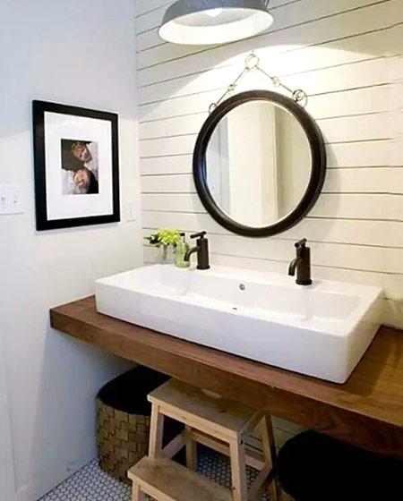 小户型卫生间木质洗手台装潢图