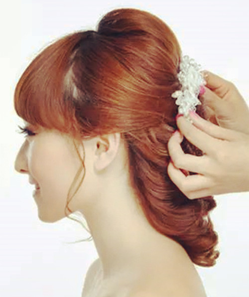 带刘海的新娘发型好看吗