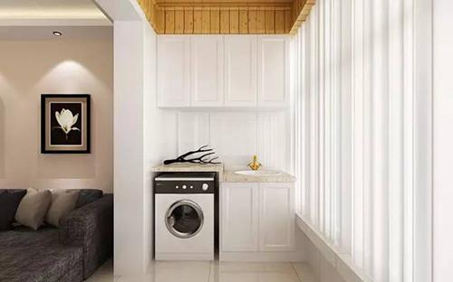 把洗衣机组合柜设计在了落地窗封闭式阳台,为了让整体美观不会受图片