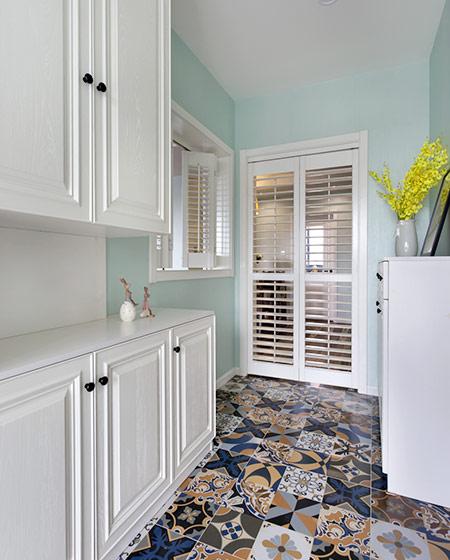 120平美式三居装修玄关设计图