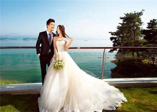 照结婚照姿势有哪些 如何摆出好看的姿势