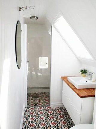 阁楼卫生间布置欣赏图