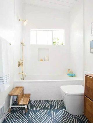 白色卫生间浴室图片