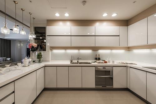 厨房装修效果图 现代简约厨房装修告别脏兮兮
