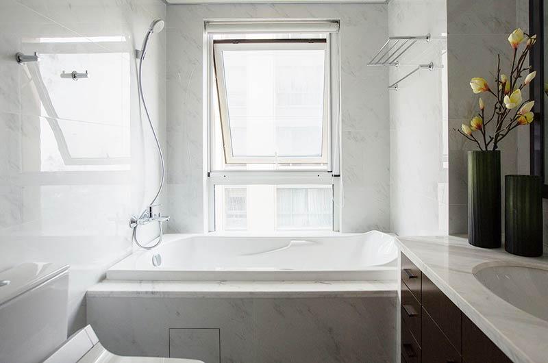 现代中式三居室装修浴缸效果图