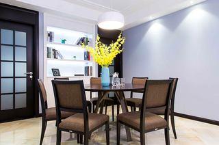 130平简约三房装修餐厅圆形餐桌