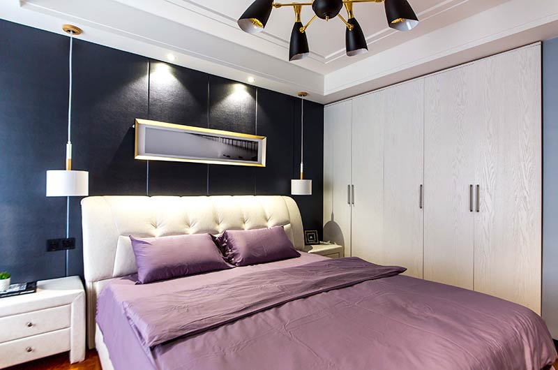 130平简约三房装修卧室衣柜图片