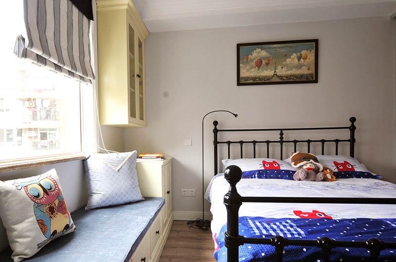 124平美式三房装修儿童房铁艺床