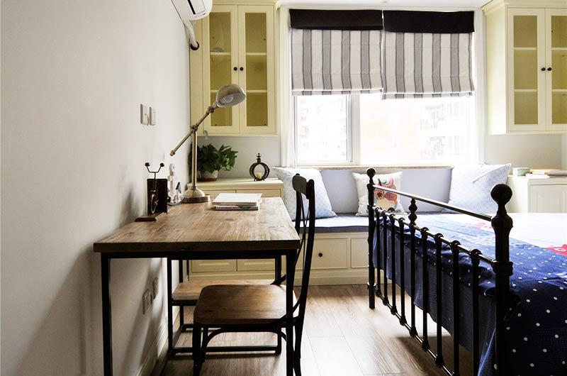 124平美式三房装修儿童房书桌图片