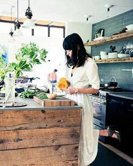 开放式厨房装修木质橱柜图片
