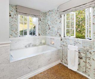 小清新浴室壁纸装饰图