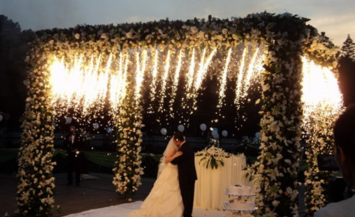 户外婚礼现场布置图片大全 户外婚礼多少钱