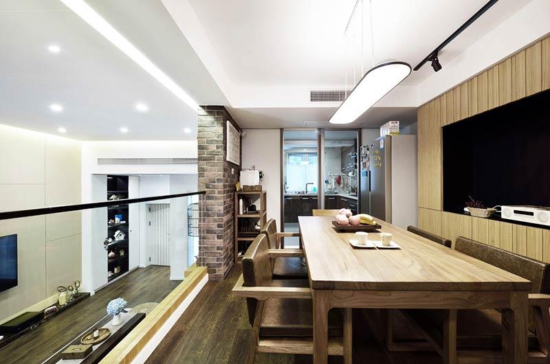 220平小复式装修餐厅实木餐桌图片