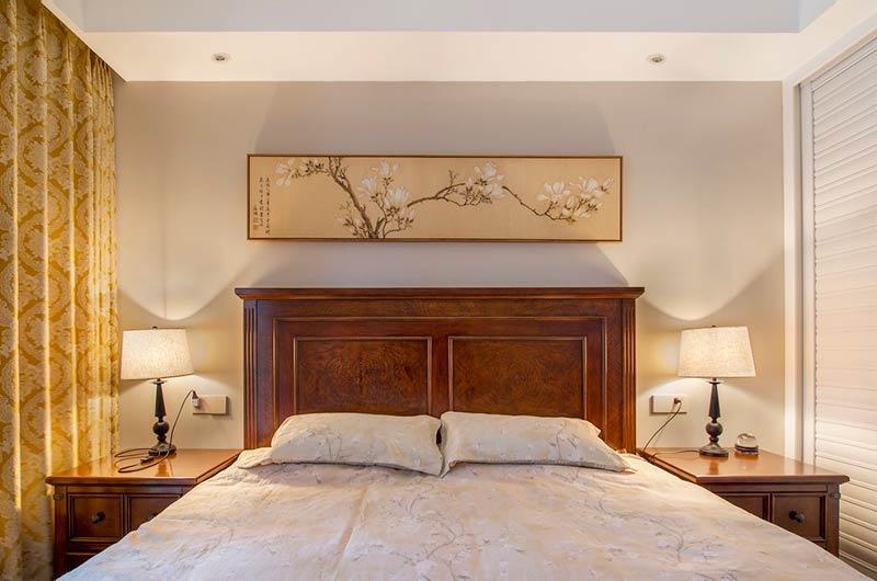 130平美式四居室卧室床品图片