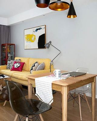 北欧风格小三室装修实木餐桌图片