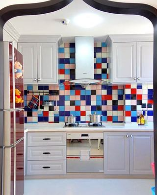 地中海风格120平三居厨房装修图