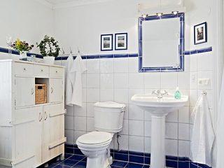白色卫生间设计平面图